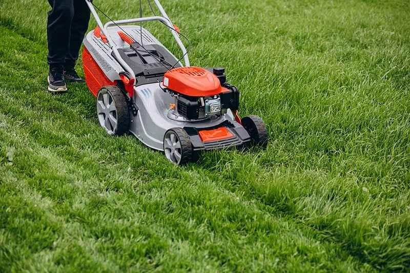 Check-Tire-Pressure-lawnmower